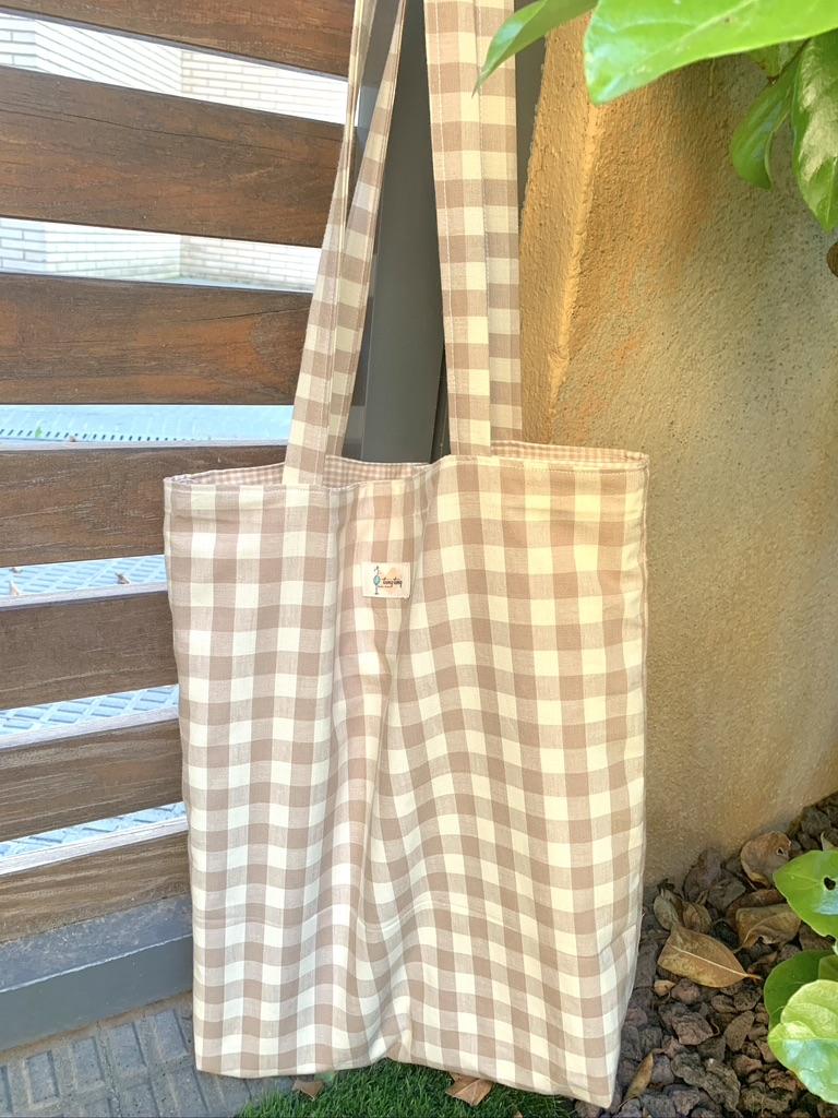 Bolsa tote bag reversible con estampado vichy